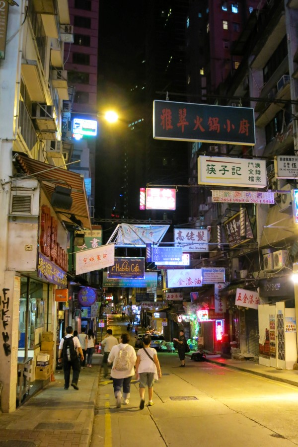 Hong-Hong-Photo-Diary-electricolivia-night-street
